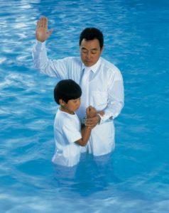 la baptême ne peut être effectué qu'après les 8 ans d'une personne