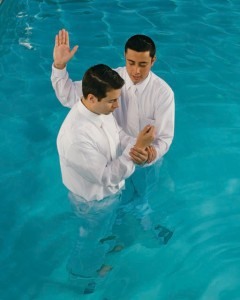 le baptême par immersion: une des doctrines et pratiques du mormonisme
