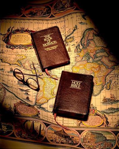 bible et livre de mormon