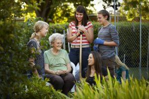 La jeunesse de l'Eglise a l'occasion de servir les autres lors de ses activités