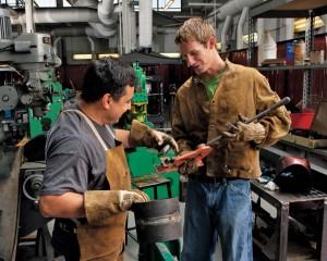 hommes travaillant, article engagé par Dieu