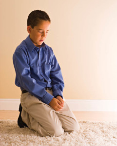un jeune garçon mormon a choisi de prier Dieu pour avoir une réponse