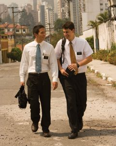 hommes-mormons-missionnaires