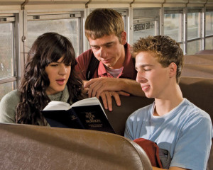 missionnaire-mormon aider un ami