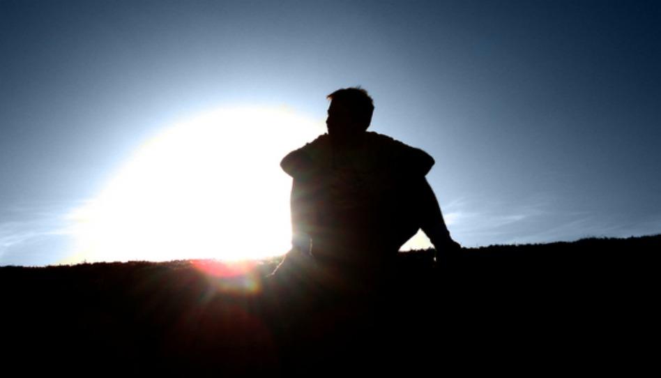Être seul et le désespoir de la solitude