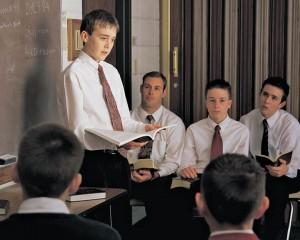 jeune-mormon-enseigne-evangile