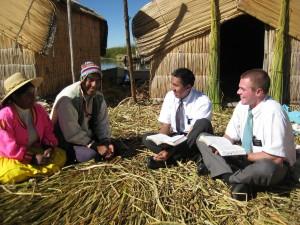 missionnaires-mormons-enseignant-evangile