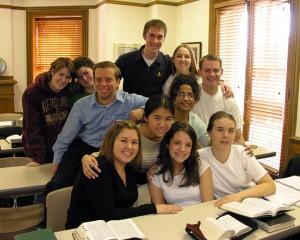 jeunes adultes dans leur classe d'institut: l'éducation permanente spirituelle est vivement recommandée