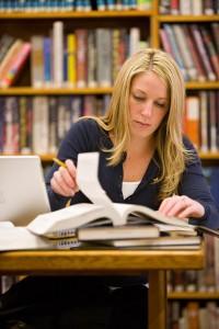 les mormons sont encouragés à poursuivre des études, à se former pour être efficaces et avoir une bonne connaissance dans leur métier