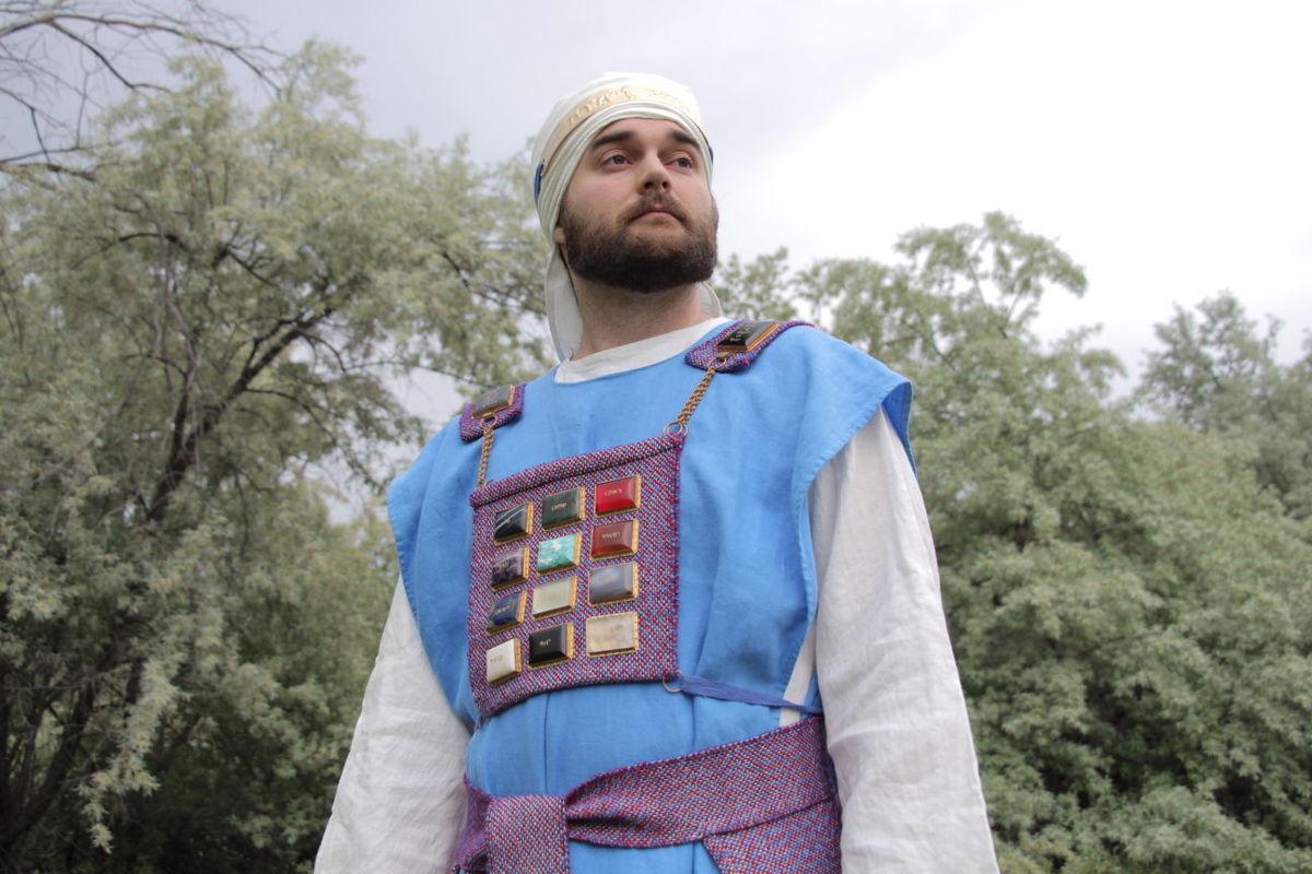 Une machine Lego aide à recréer l'ephod du grand-prêtre biblique