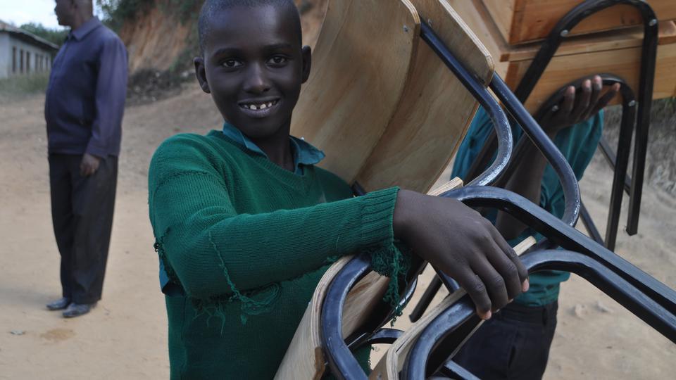 Kenya dons de chaises LDS Charities