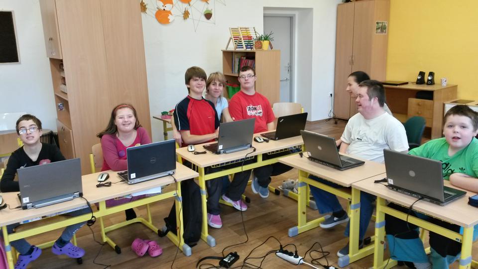 Elves à l'école de Naratov LDS Charities