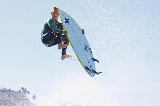 Jordy surfe presque tous les jours