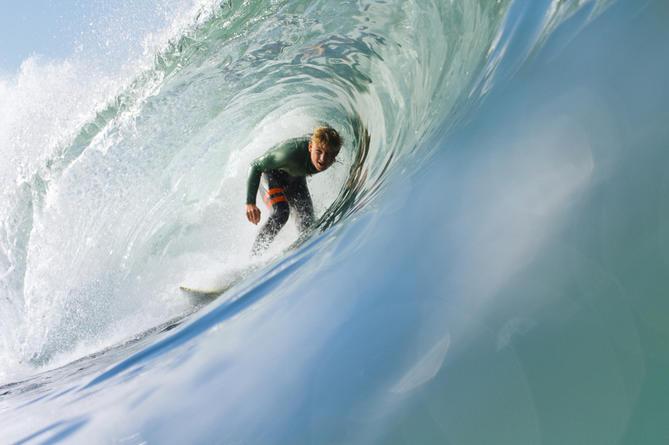 Jordy collins souhaite se consntruire une carrière dans le surf au niveau professionnel