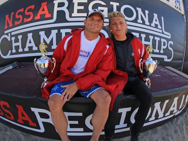 Darren et Jordy après la victoire lors d'une compétition de surf