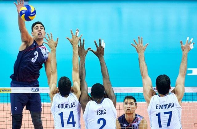 Taylor Sander participe aux jeux olympiques de Rio avec son équipe de volley ball
