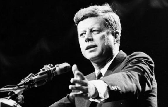 John F. Kennedy est une des célébrités qui a fait l'éloge des Mormons.