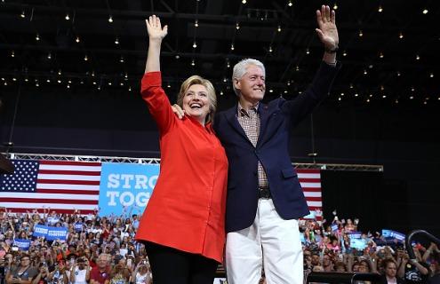Hillary et Bill Clinton sont des personnages influents de la vie politique américaine et connaissent bien les Mormons.
