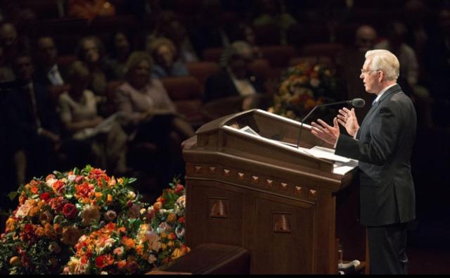 Photo d'Elder Christoffersen lors de son discours de conférence générale à la session du samedi après midi de la conférence générale