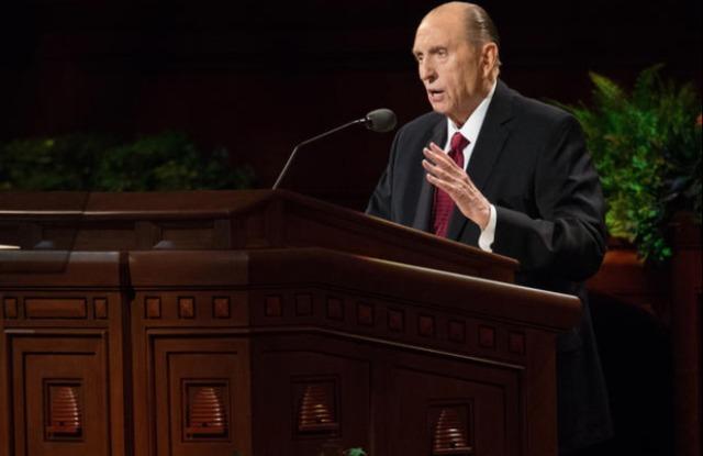 Le président Monson, prophète de l'Eglise de Jésus Christ des Saints des derniers jours, s'adresse aux membres lors de la conférence générale