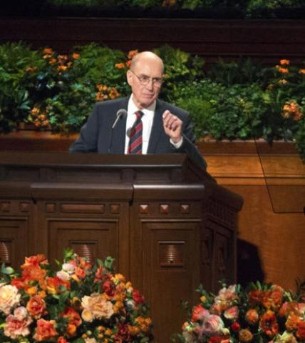 Président Eyring, conseiller du prophète, adressant son discours de conférence générale