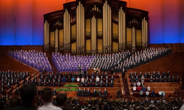 Le choeur du tabernacle mormon chante à chaque session de conférence générale.