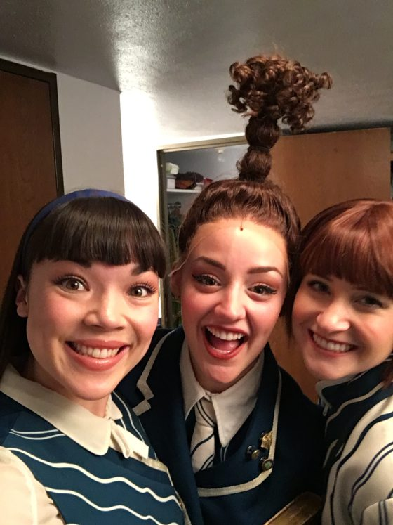 Wicked le musical: deux mormones et une de leur collègue de la troupe