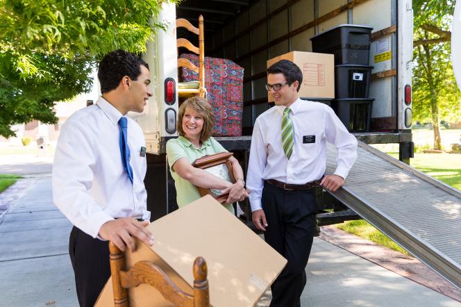 Les missionnaires mormons sont souvent réquisitionnés pour les déménagements, le service faisant partie de leur quotidien.
