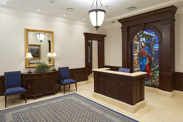vitraux représentant Jésus: celui derrière le bureau de la réception du temple de Star Valley