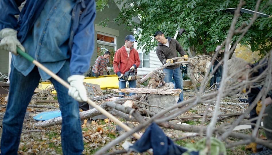 Découper et débarrasser les branches; bonne Eglise