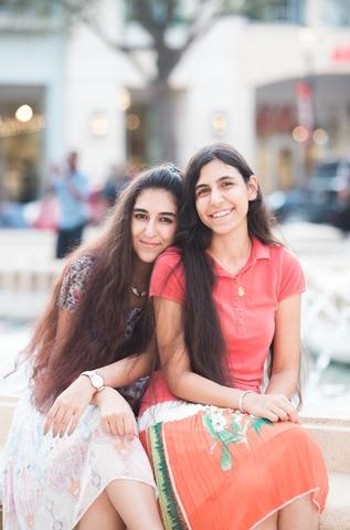 les deux filles de la famille musulmane iranienne qui se sont converties à l'Eglise de Jésus-Christ