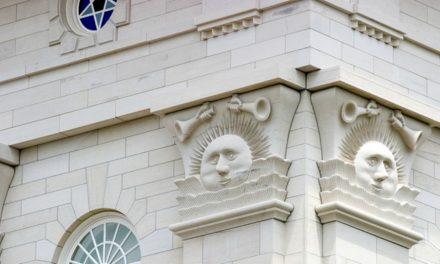 Pourquoi il y a des symboles de soleil, de lune et d'étoiles sur les temples mormons