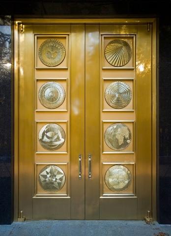 porte décorée du temple de Washington DC