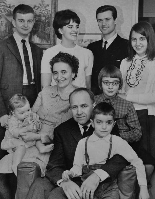 Agnes Erdös et Gustav Palm avec leur famille.