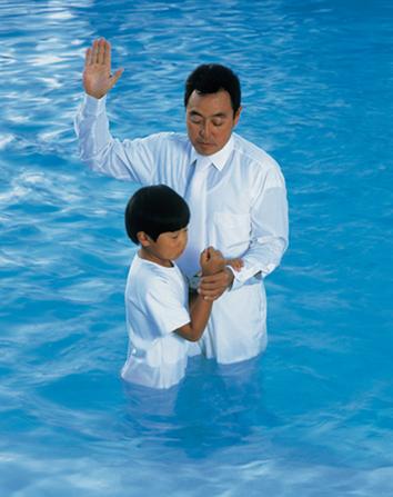 baptême chez les mormons: il se fait par immersion