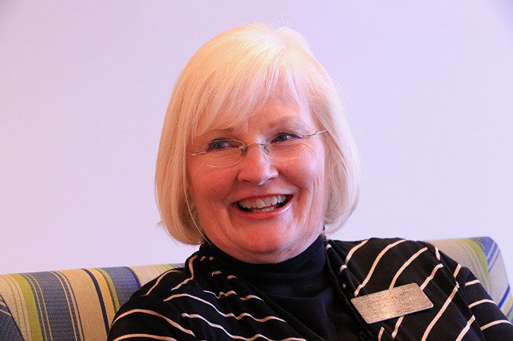 Soeur Pauline Todd est missionnaire sur le site du temple de Paris
