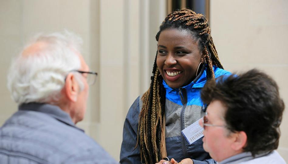 Alexandra est une des mormons français qui ont servi bénévolement en tant que guides lors des portes-ouvertes