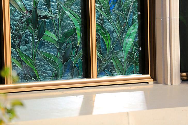 vitraux du temple de Paris vus depuis les jardins