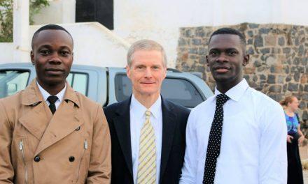 Elder Bednar a consacré le Sénégal à la prédication de l'Evangile