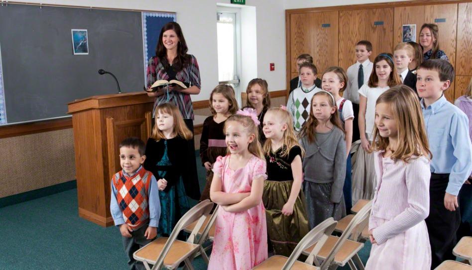 les enfants chantent à la Primaire