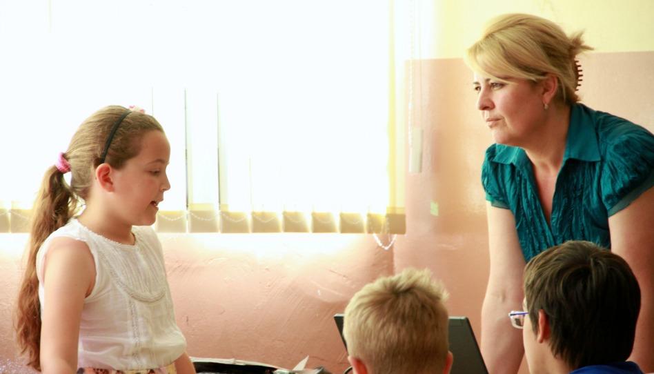 une enseignante et ses élèves