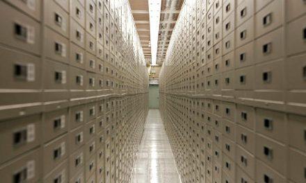 Qu'y a-t-il VRAIMENT à l'intérieur de la chambre forte des archives de la montagne de granite de l'Église mormone ?