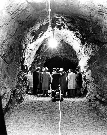 travaux d'excavation en janvier 1963