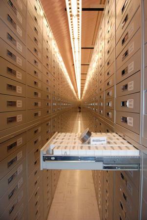 le coffre contenant les microfilms, Mountain Vaut