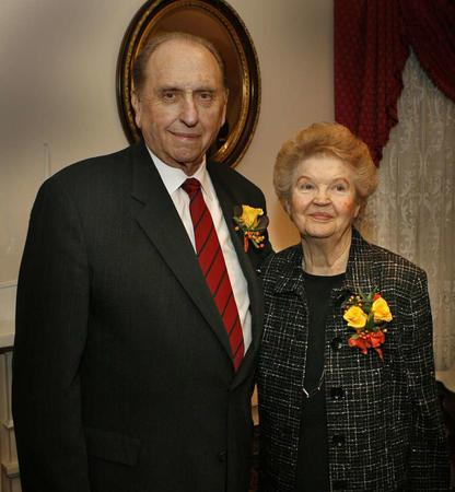 soeur Monson et son époux à leurs 60 ans de mariage