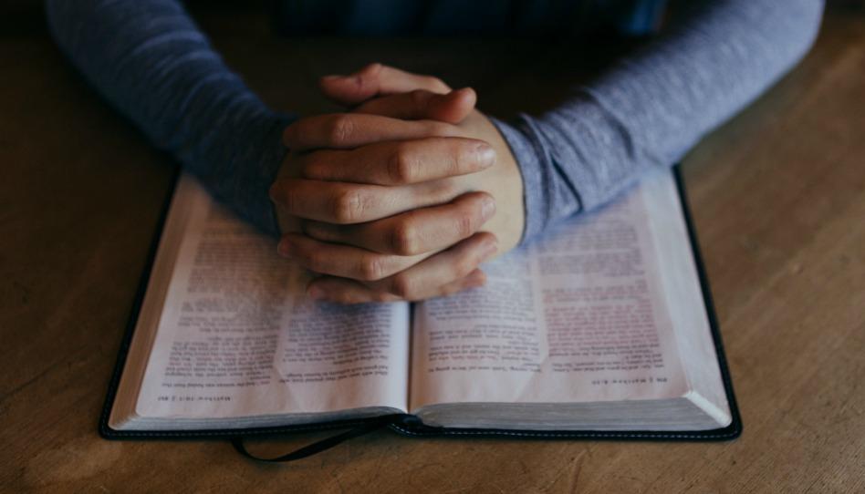 prier avant de lire les Ecritures: la Bible est-elle la seule parole de Dieu ?