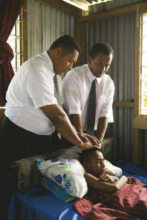 6 bénédictions et prières pour un foyer serein: la bénédiction des malades