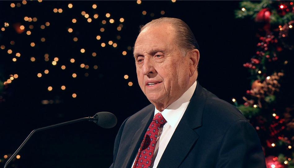 Président Thomas S. Monson lors d'une veillée de Noël de la Première Présidence