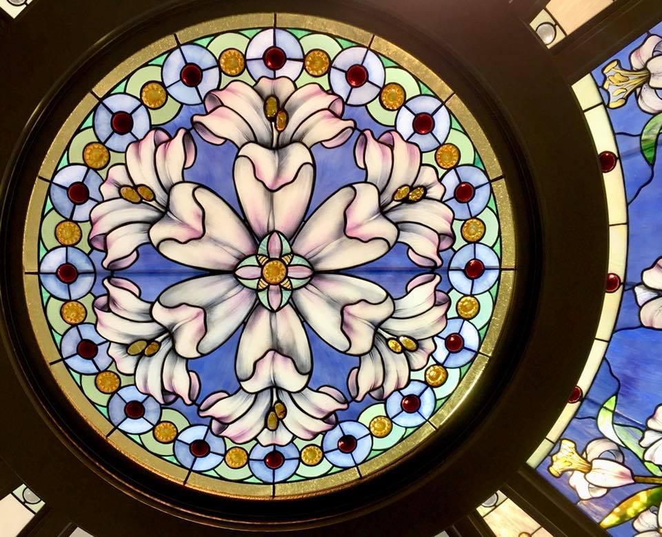boussole centrale en détail, le vitrail central du temple de Paris