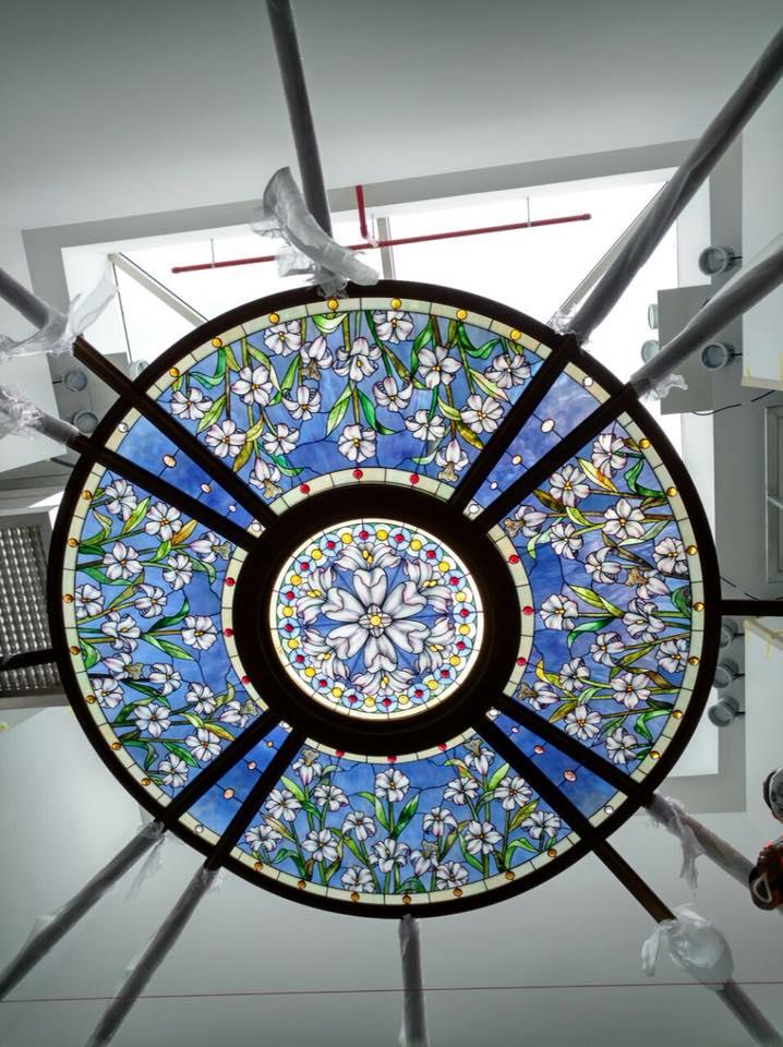 la boussole centrale du vitrail du temple de Paris